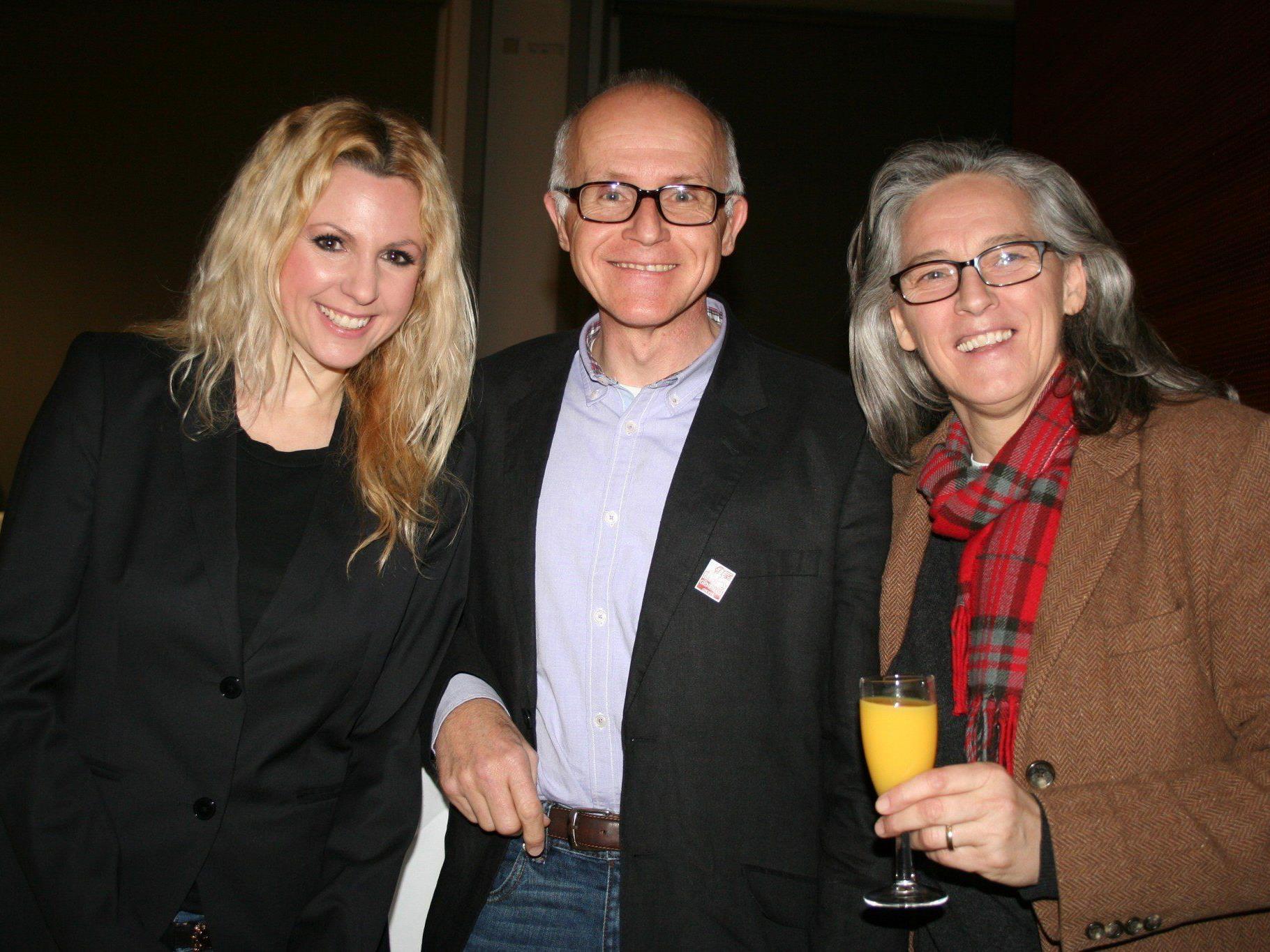 Obfrau Tanja Nachbaur, Dr. Pius Fink (Tierschutzombutsmann) und Referentin Elisabeth Majhenic.