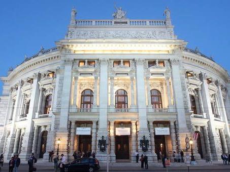 Das Konzert findet jedes Jahr vor dem Wiener Life Ball statt.