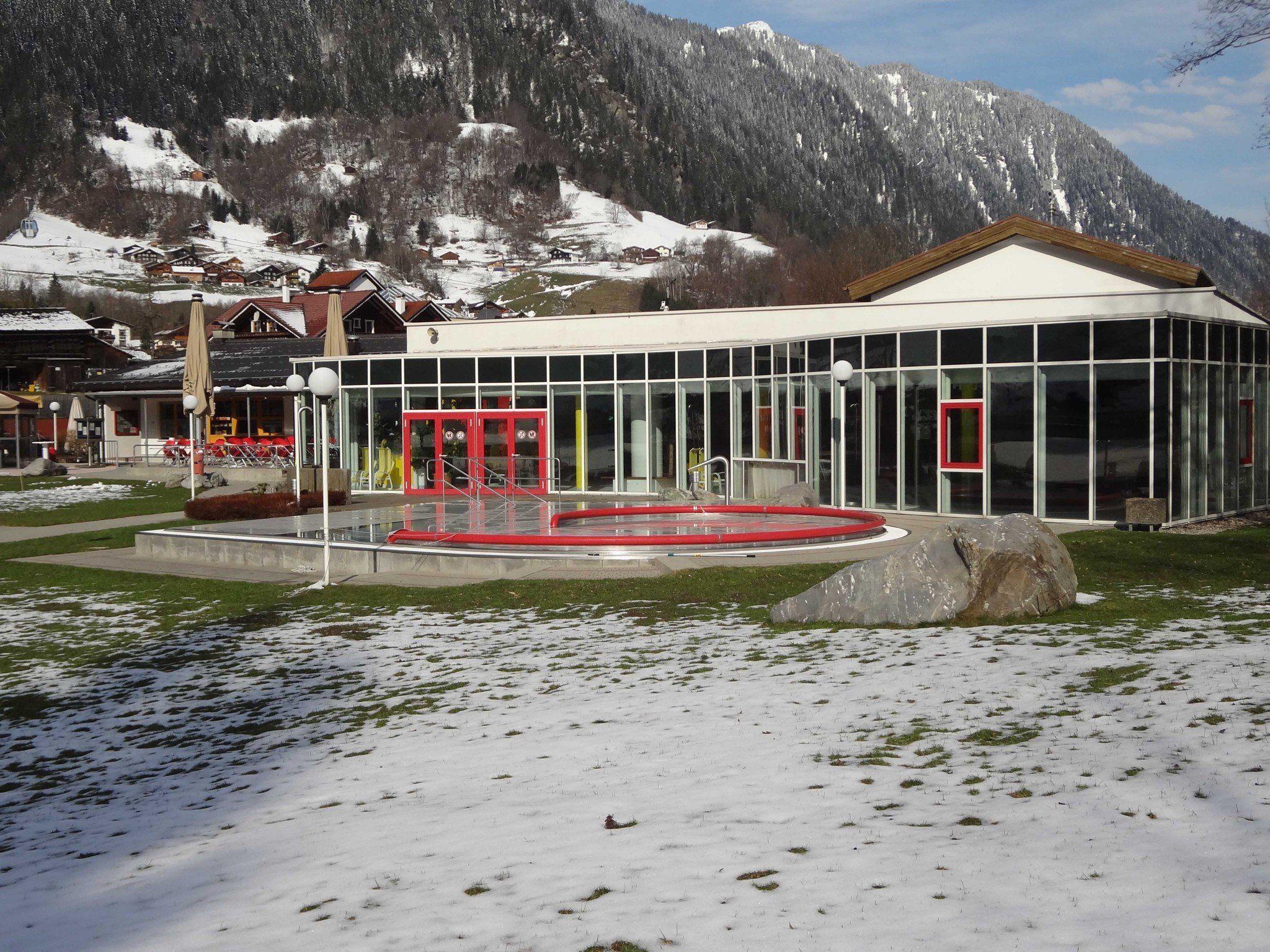 Winterlicher Badespaß, täglich bis Ostern im Allwetterbad Aquarena in St. Gallenkirch