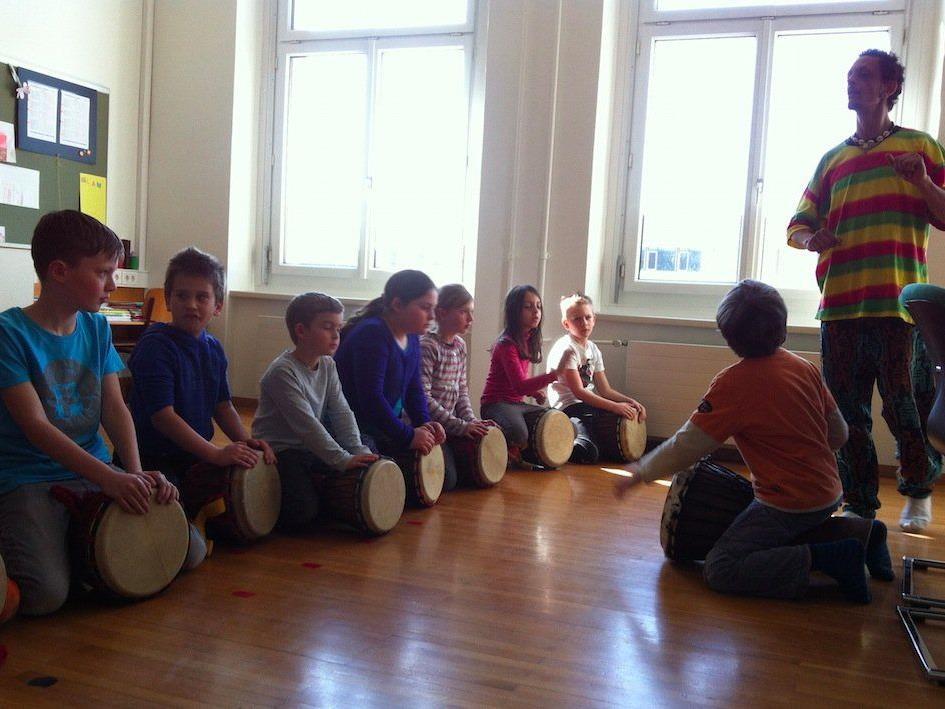 Die Kinder haben während des Trommelkurses immer sehr viel Spaß