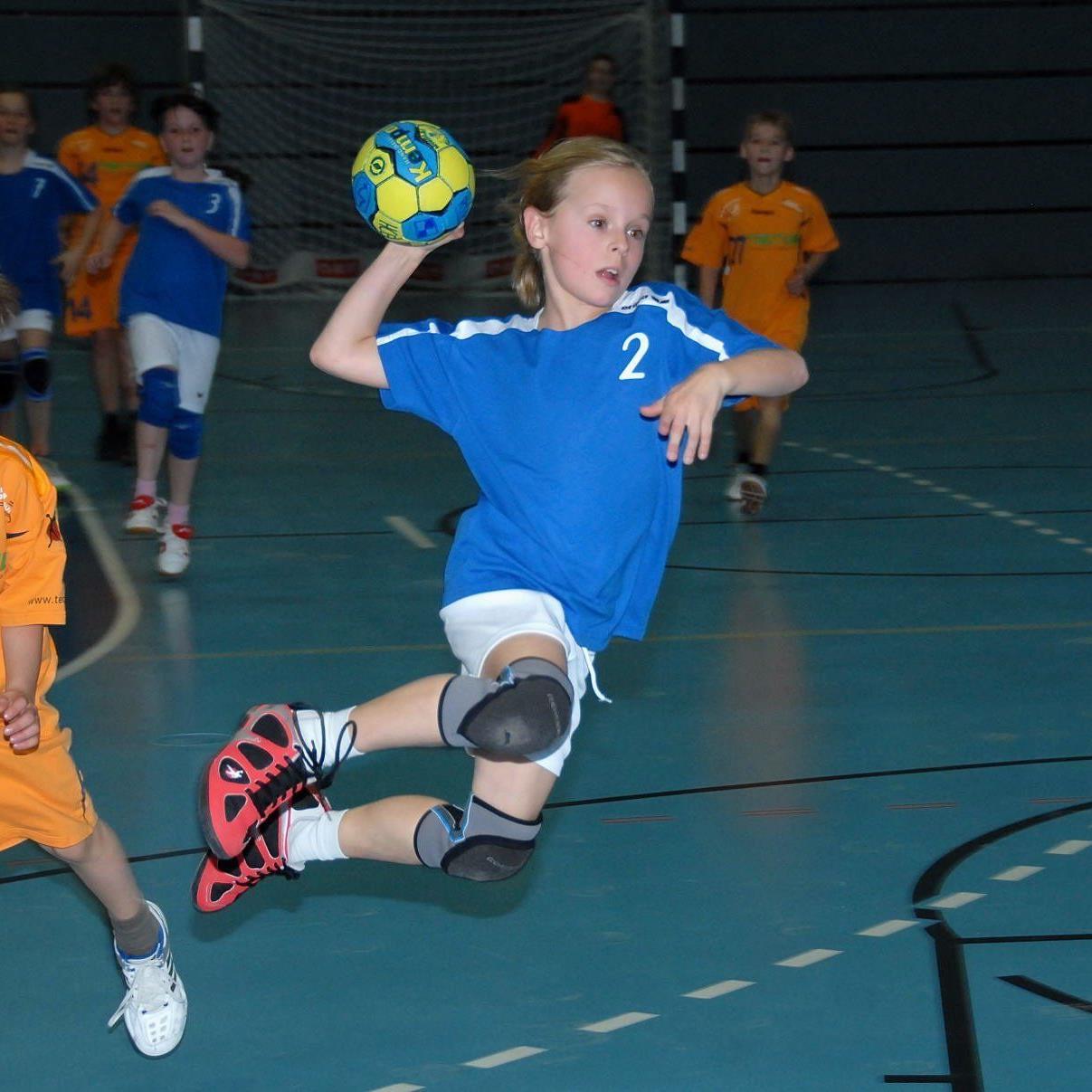Feldkirchs Handballjugend freut sich über den ersten Landesmeistertitel in dieser Saison.