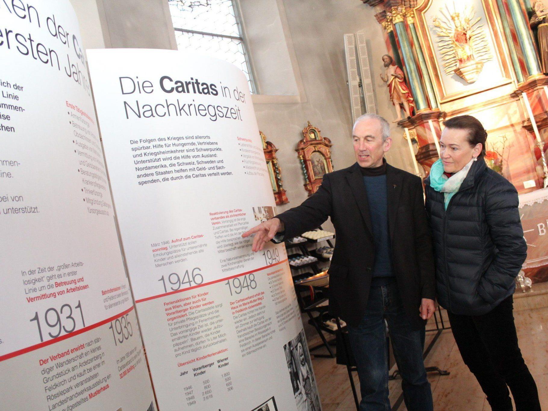 Pfarrer Paul Burtscher brachte die Caritas-Ausstellung nach Bildstein.