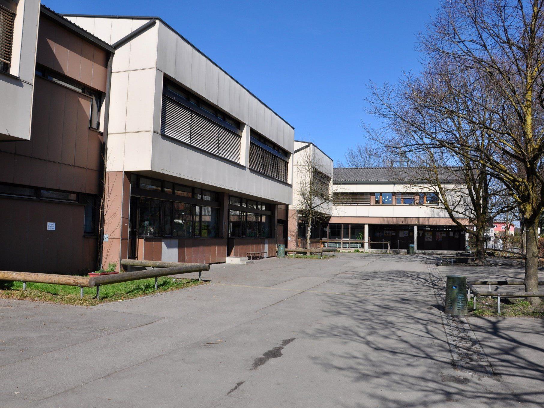 Am Bildungscampus Rotkreuz besteht Sanierungs- und Raumbedarf.