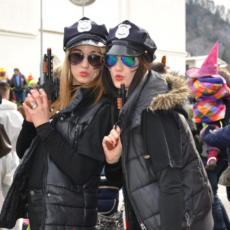 Vom FBI nach Götzis gesendet wurden Kerstin und Julia am Faschingssamstag