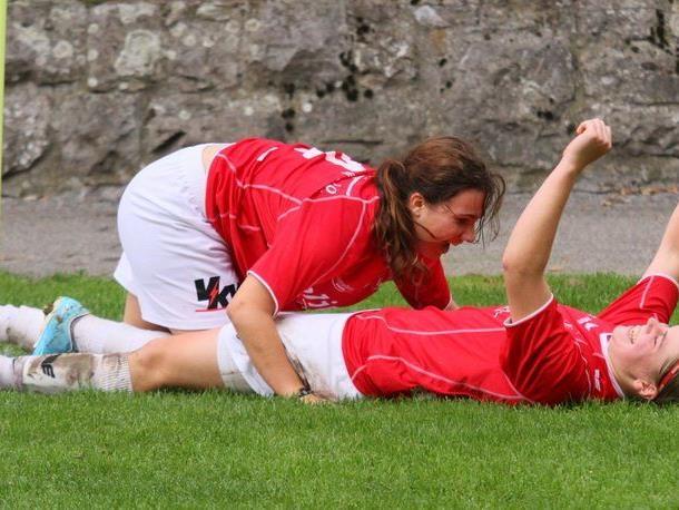 Julia Schnetzer und Veronika Vonbrül wollen auch im Spitzenspiel gegen Bergheim jubeln.