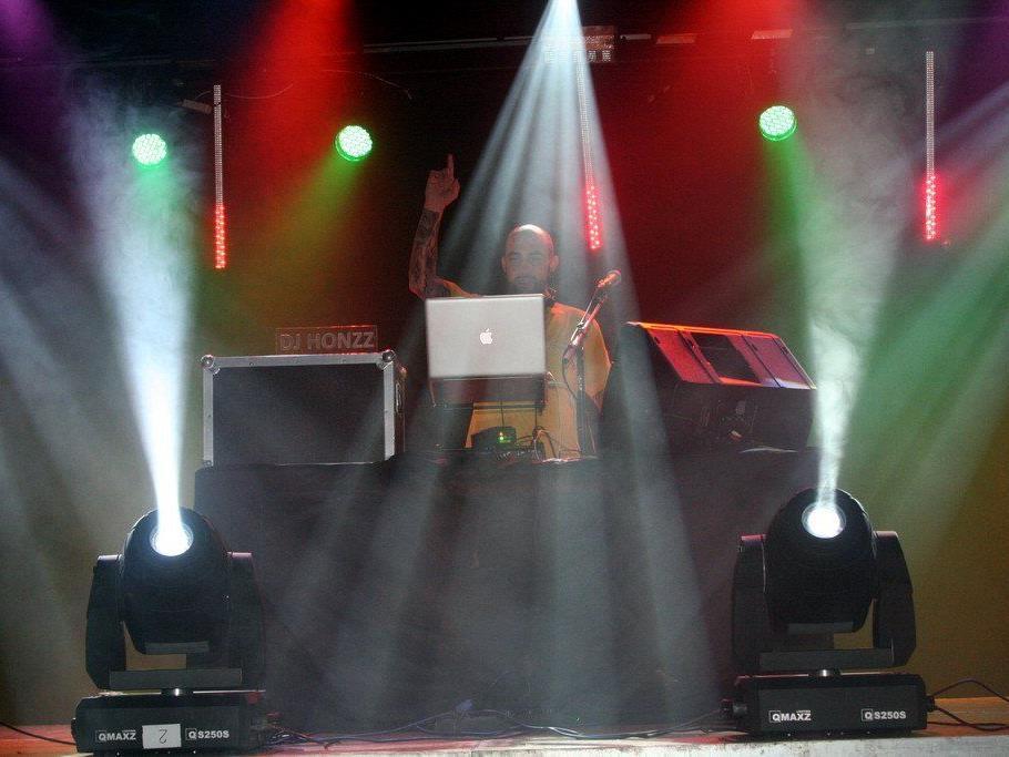 DJ HONZZ in Action
