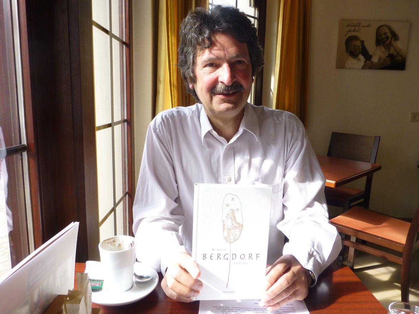 """Der Kinderbuchautor Wolfram """"Secco"""" Wehinger stellte seinen ersten Gedichtband """"Bergdorf"""" vor."""