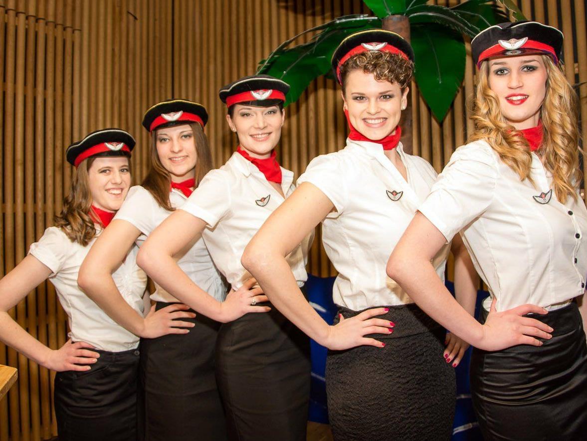 Besonders flotte Stewardessen beim Ball der TS Höchst