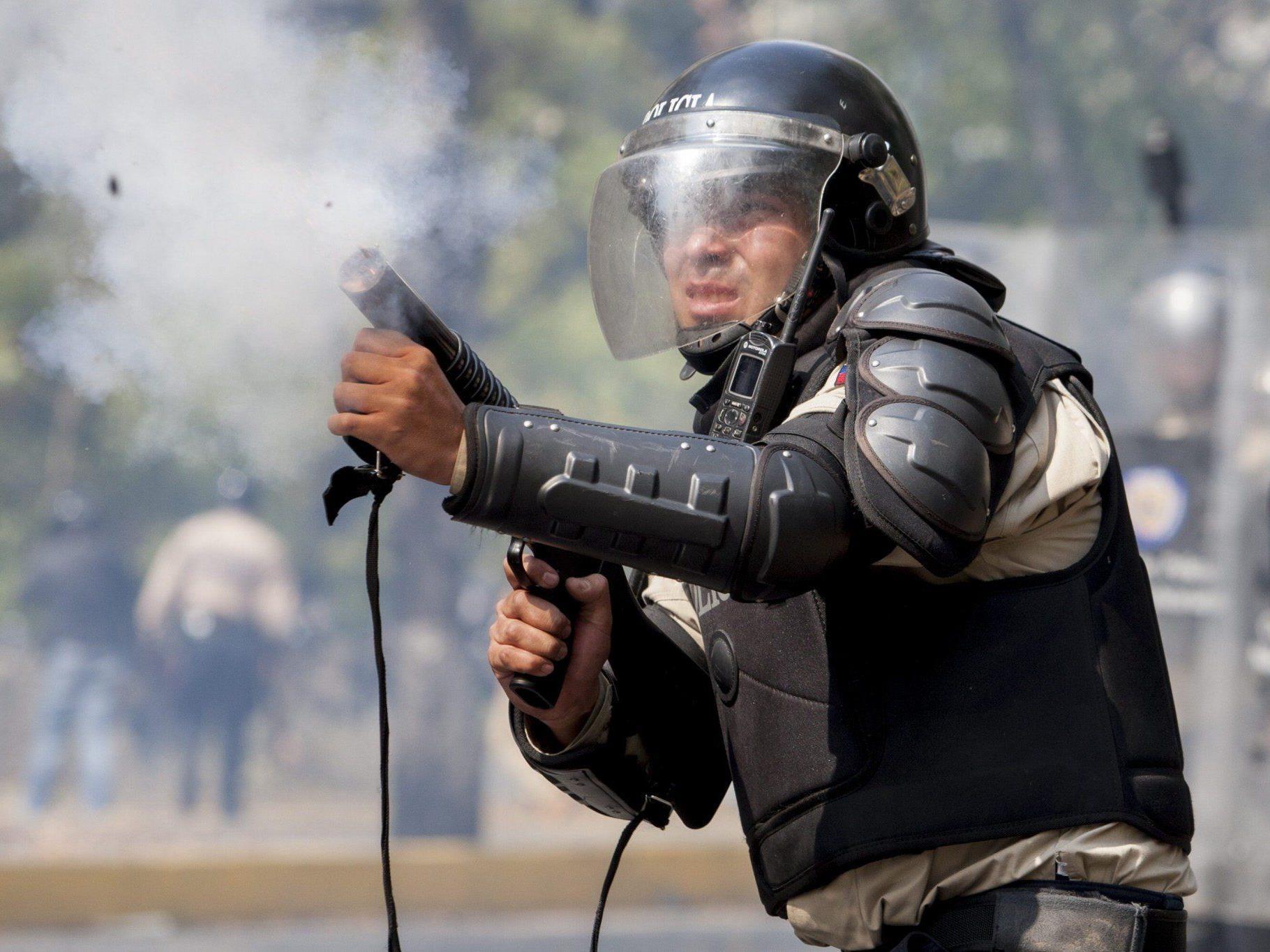 Präsident Maduro macht Opposition verantwortlich.