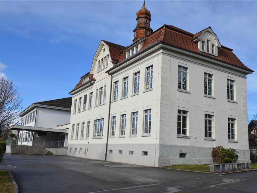 Kein Architektenwettbewerb für die Sanierung der Volksschule Röthis.