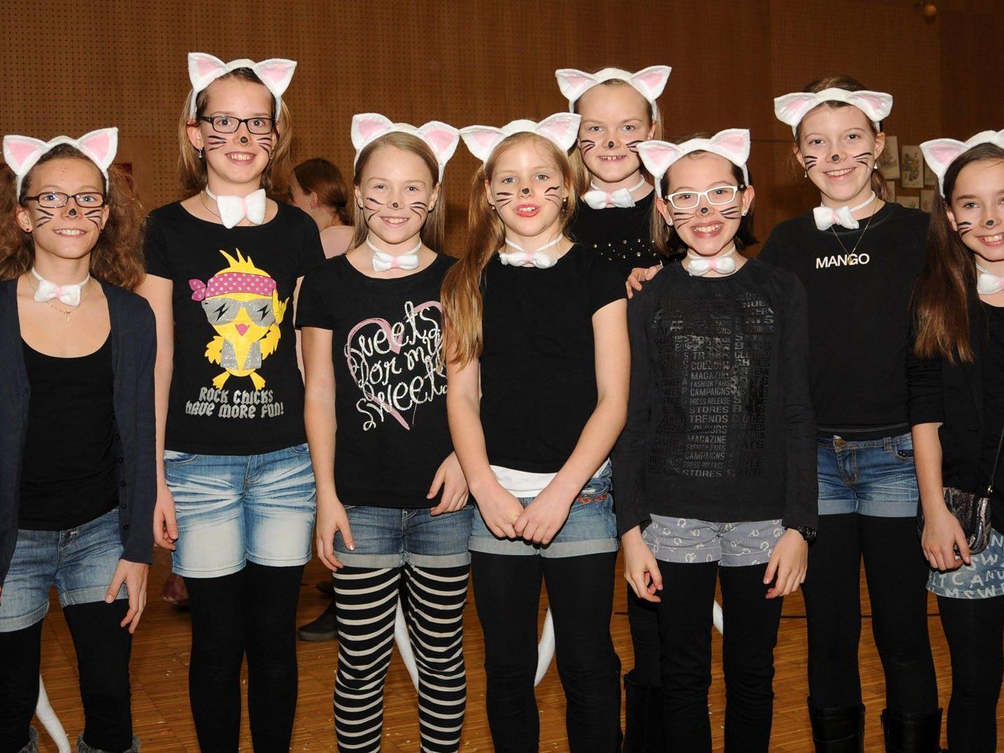 Ein ganzes Mäusenest beim Kinderfasching in der Rheinauhalle Höchst.