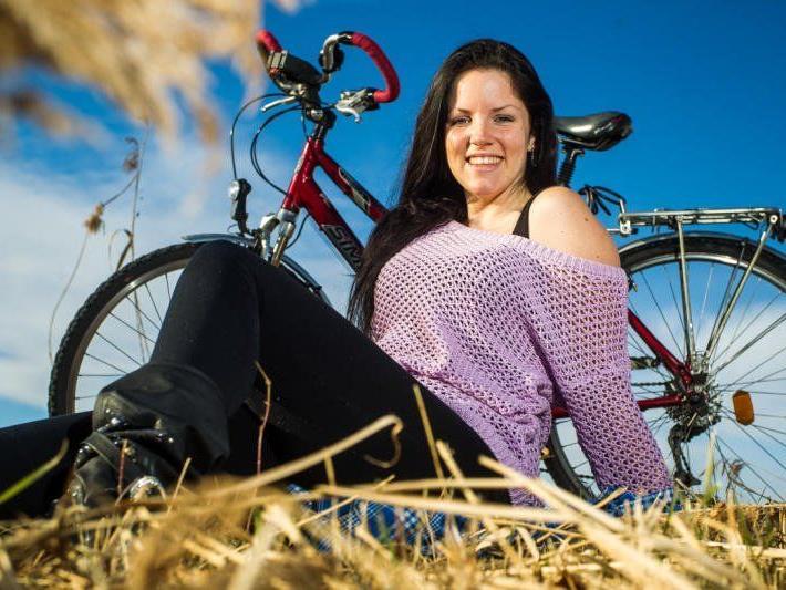 Die frühlingshaften Temperaturen nützt Anja für eine Ausfahrt mit ihrem Fahrrad