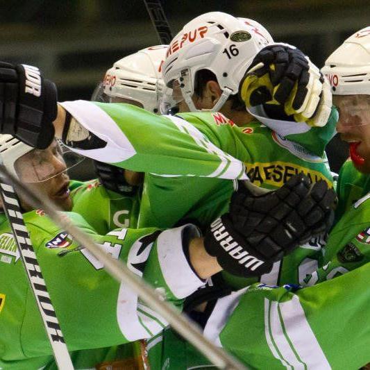 Riesengroßer Jubel beim EHC Bregenzerwald nach dem 3:2-Heimsieg, die Entscheidung fällt nun am Mittwoch.