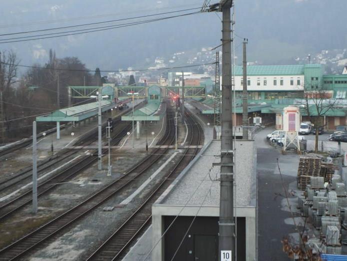 Lässt sich die ganze Gleisanlage inklusive Bahnhof unter die Erde verlegen? Das soll die Machbarkeitsstudie weisen.