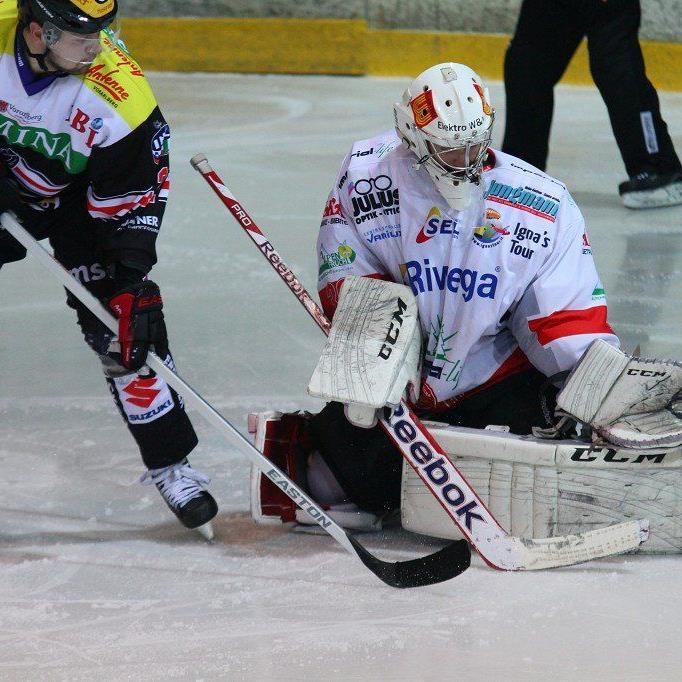 Feldkirch Goalgetter Martin Tomasek will am Dienstag in Neumarkt den Südtiroler Schlussmann Gaffi bezwingen.