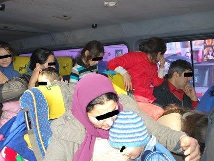 Dicht gedrängt befanden sich 42 Personen in dem Kleinbus.