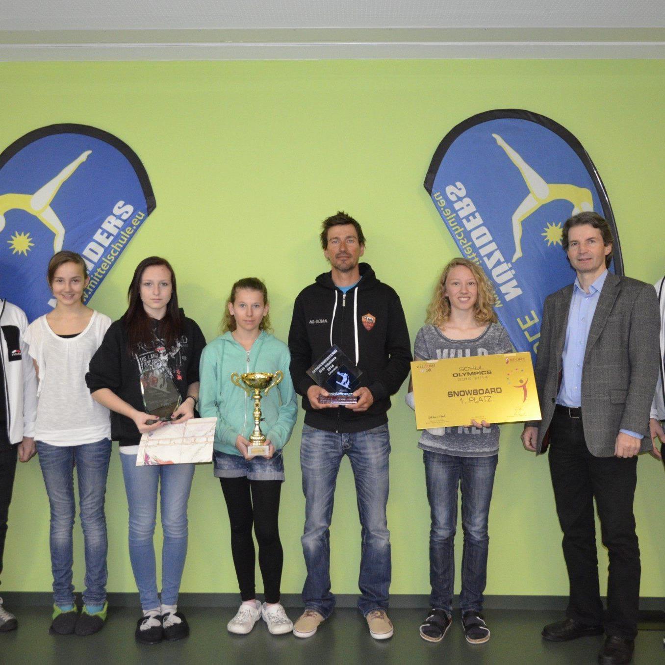 Ehrung für die Schülerinnen der SMS Nüziders für ihre Goldene in Saalbach.