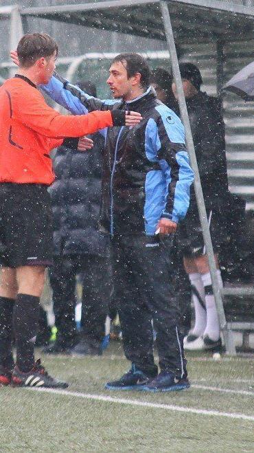 AKA U-15-Coach Didi Berchtold und Schiri Felix Ouschan waren nicht immer gleicher Meinung.