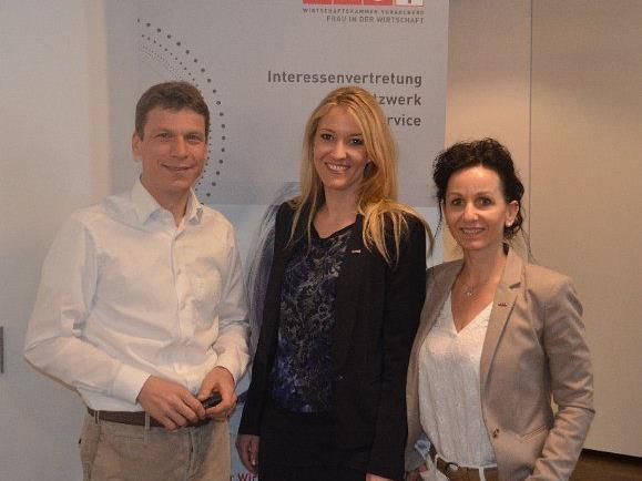 Frau in der Wirtschaft-Chefin Evelyn Dorn und Karin Furtner mit Stefan Behnke.