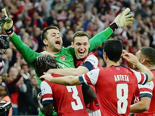 Arsenal-Stars feiern nach Sieg im Elferschießen