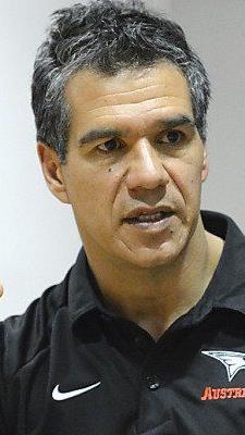 Unerfahrenes Team für Coach Manny Viveiros