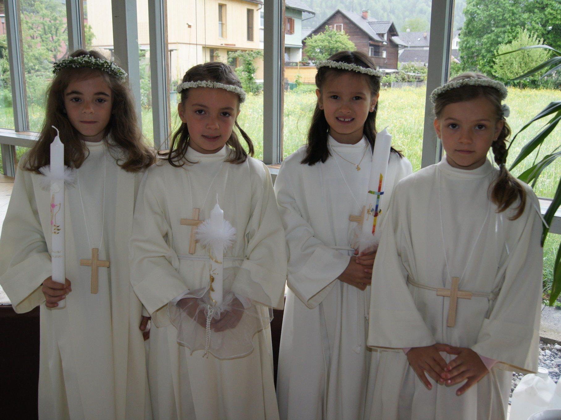 Chantal, Magdalena, Anabel und Cassandra, (VS Leopold) feierten am Sonntag ihren großen Tag der Erstkommunion.
