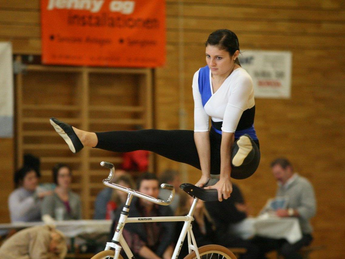 Die Meiningerin Adriana Mathis wurde Doppel-Landesmeisterin im Kunstradfahren.