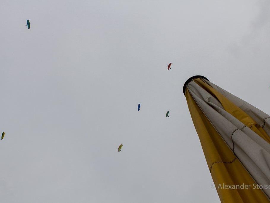 Der Gleitschirmfliegerverein läutete am Ostermontag mit Frühlingsspektakel die Saison ein.