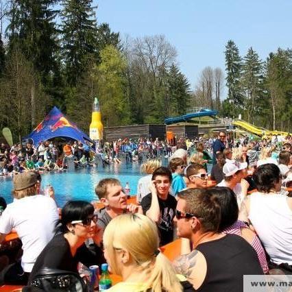 Im Waldbad Gisingen wird am Samstag viel Action geboten.