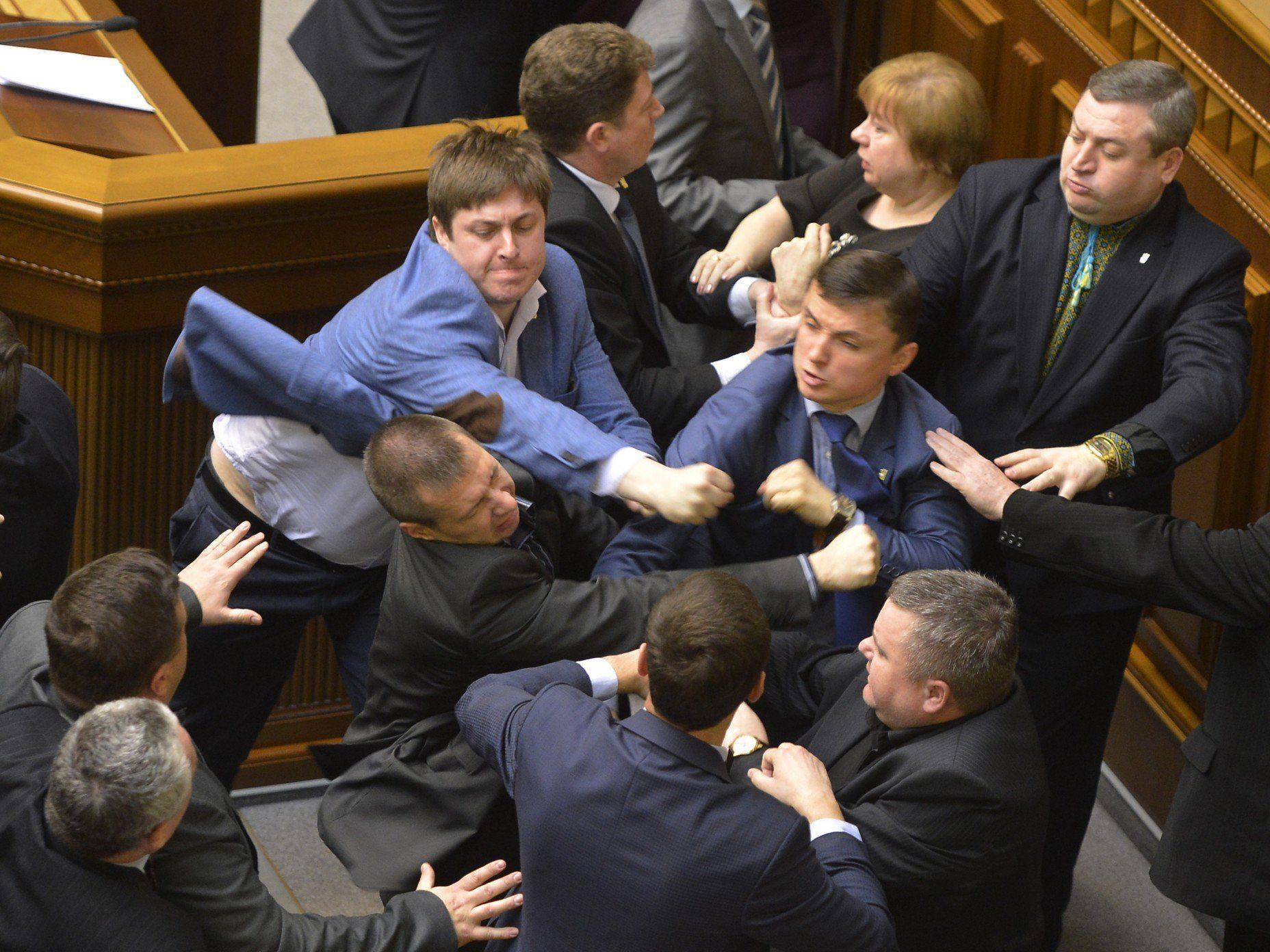 Ukraine: Swoboda-Parlamentarier griffen Kommunistenchef an.