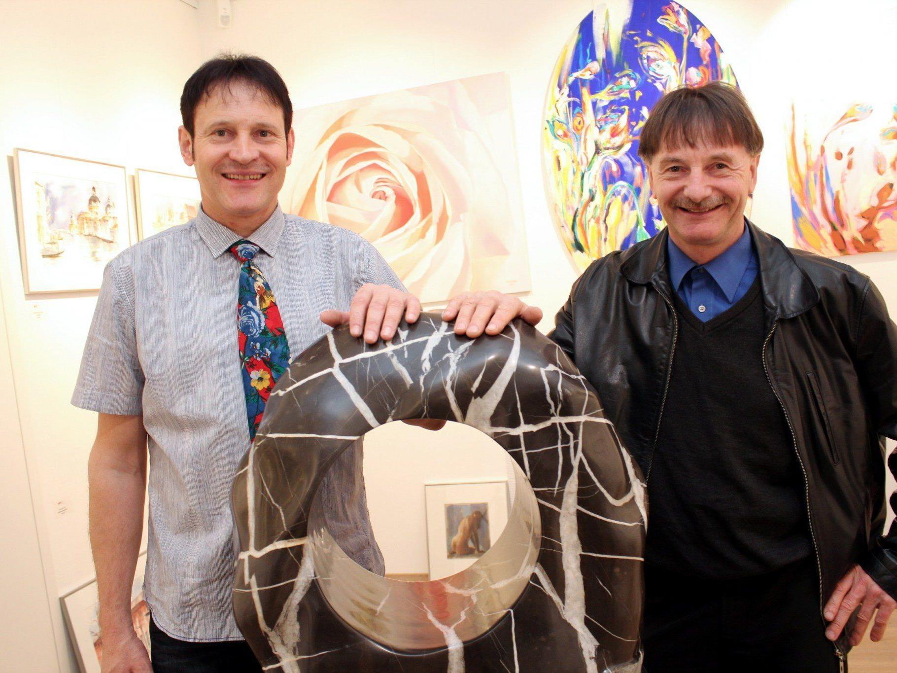 Galerist Werner Böhler mit Steinkünstler Martin Flatz.