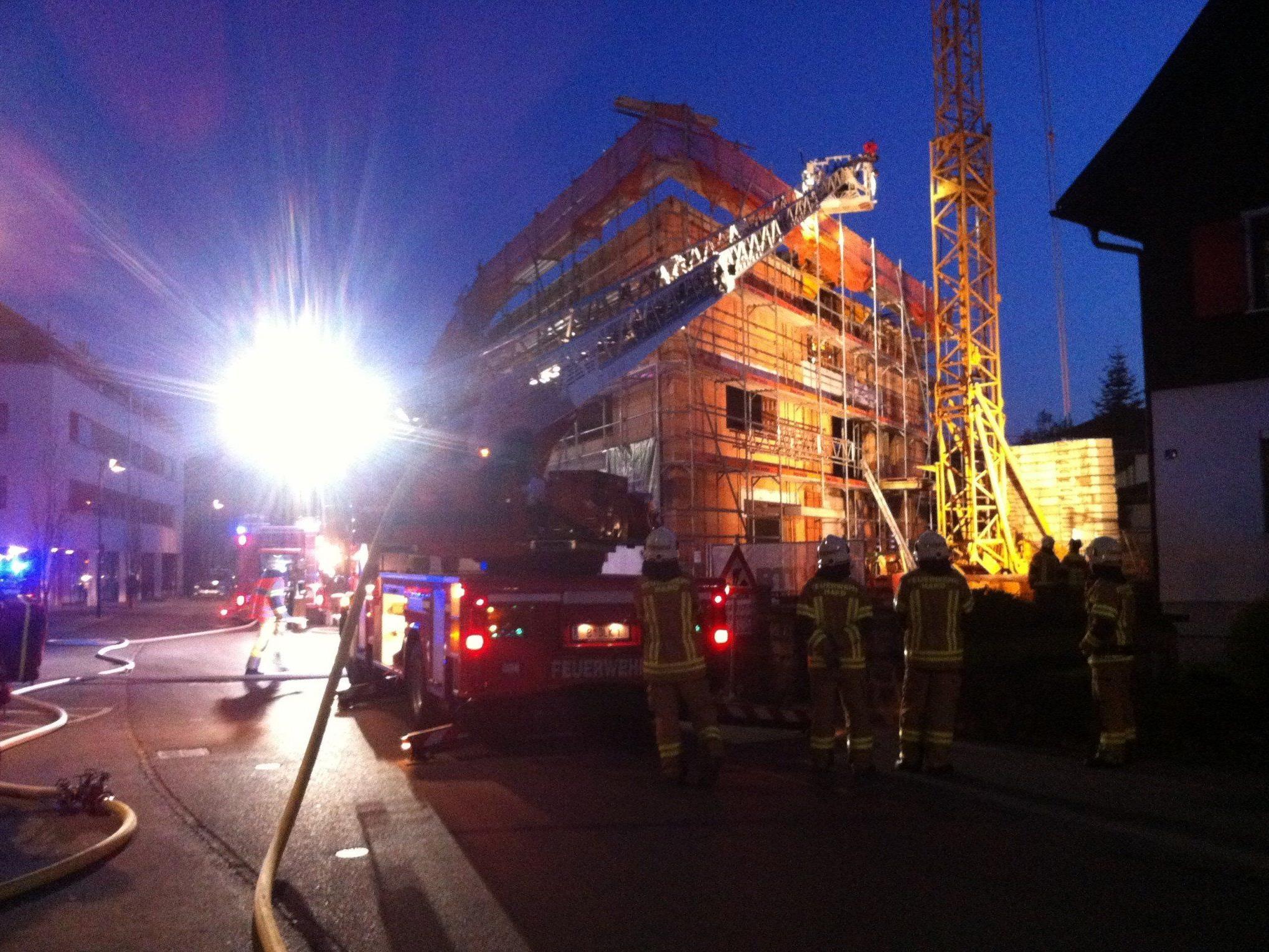 Das Feuer auf der Baustelle in der Harder Seestraße wurde rasch gelöscht.