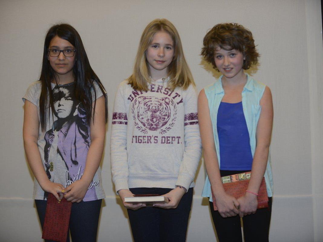 Ilayda Öztürk, Hannah Ulmer und Caya Knecht (v.l.) haben den Vorlesebewerb gewonnen.