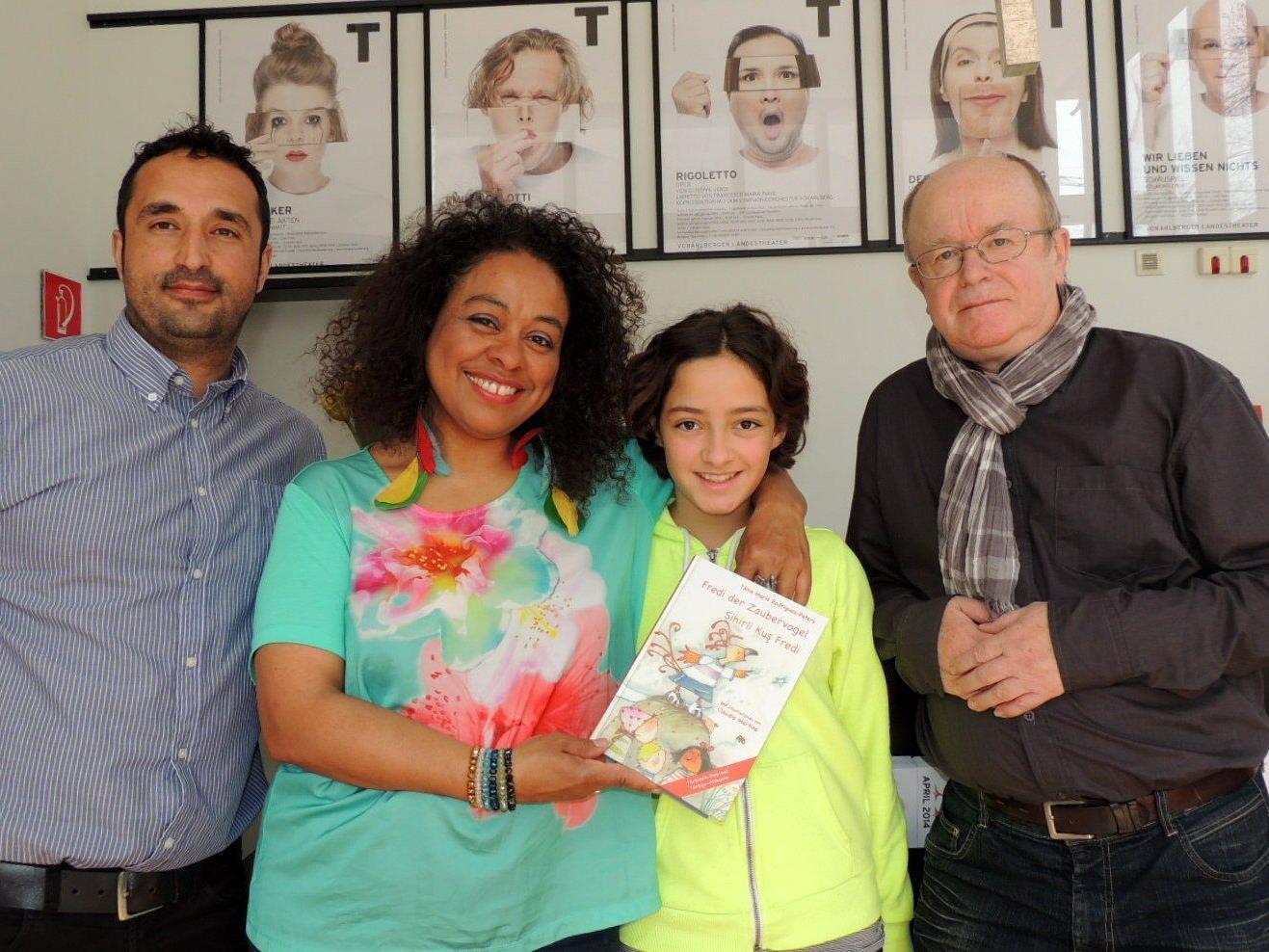 Dr. Hüseyin I. Cicek, Autorin Tania Maria Rodrigues-Peters mit Tochter Luana und Schauspieler Mario Plaz