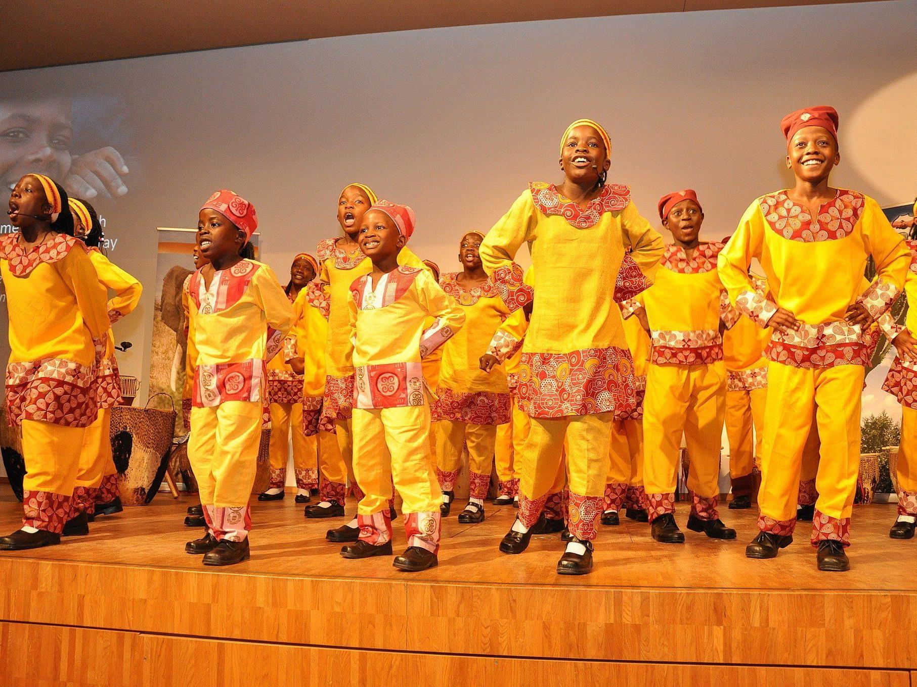 """Der """"Vision Choir"""" begeisterte mit Liedern, Tänzen und Rhythmen."""
