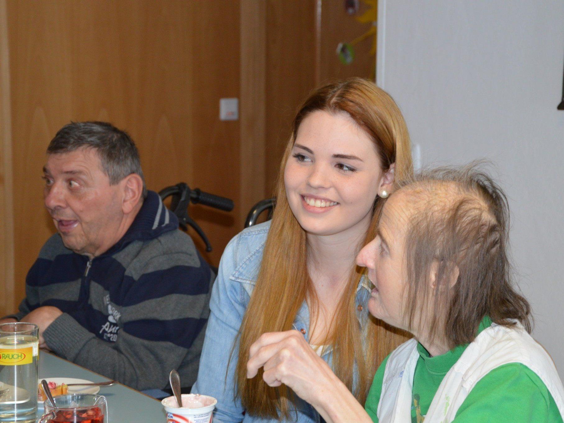 Alexandra Fritz, 18, aus Bartholomäberg kann in der Werkstätte Montafon in Schruns neue berufliche Erfahrungen sammeln.