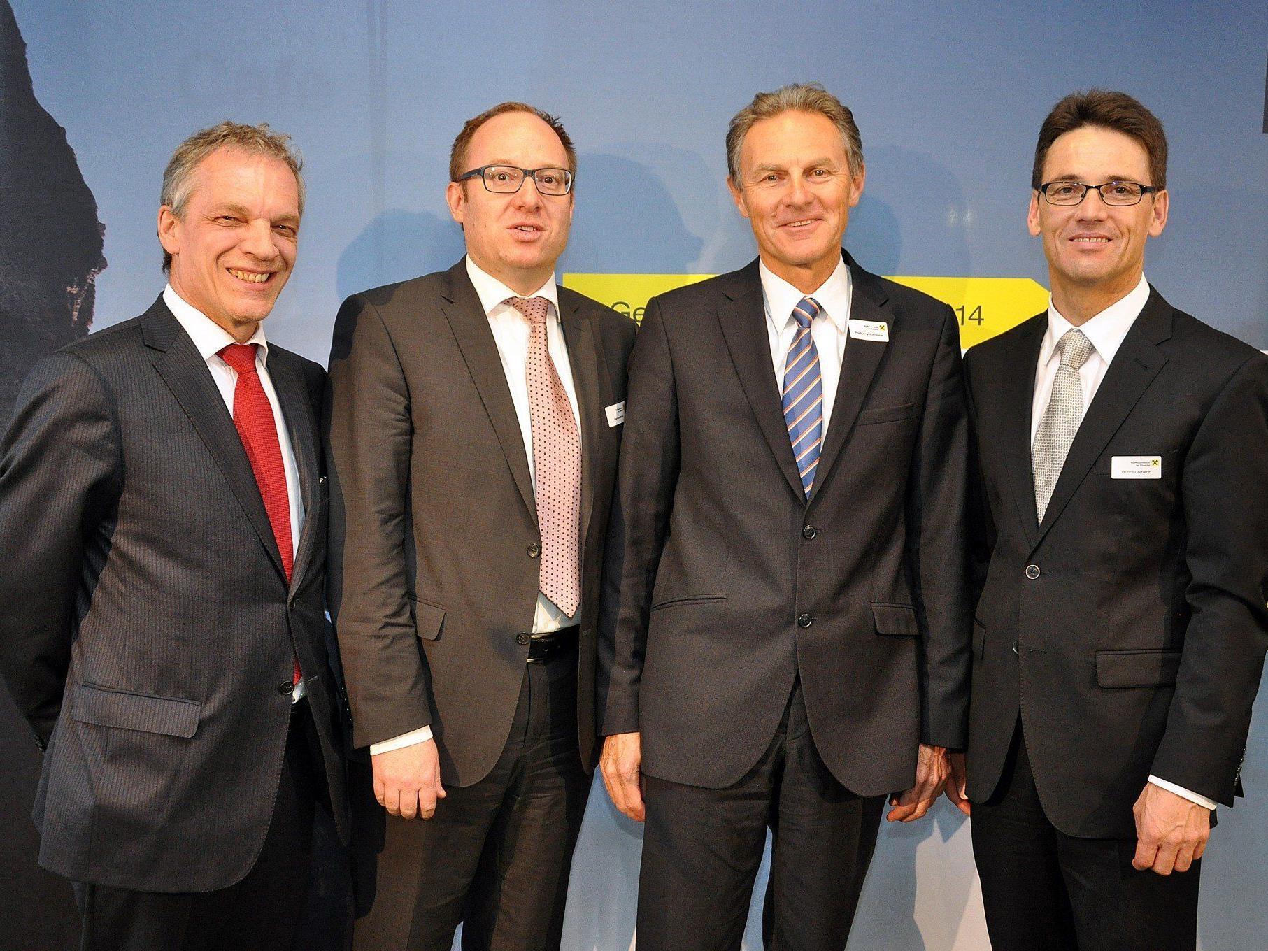 Aufsichtsrat und Vorstände der Raiffeisenbank Im Rheintal hatten zur Generalversammlung ins Reichshofstadion geladen.