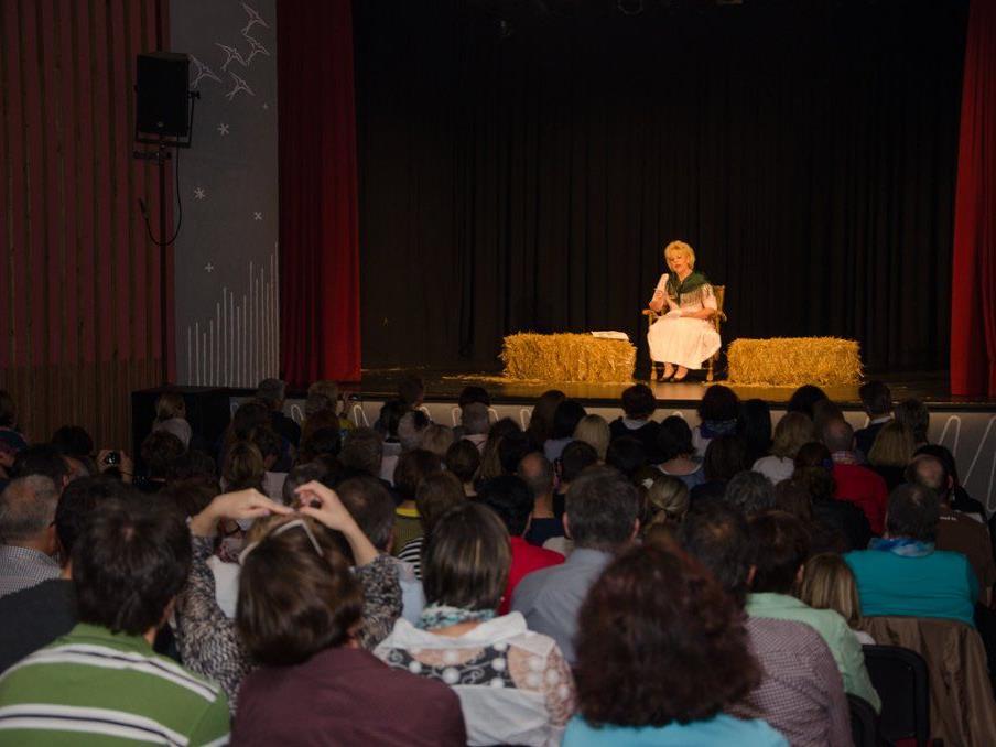 Die neuen Talente des Muntafuner Volkstheater präsentierten sich in der vollen Kulturbühne Schruns
