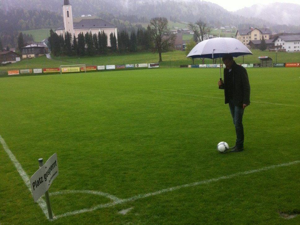 Schiedsrichter Voislav Zubcic hat das Spiel Alberschwende gegen Wolfurt abgesagt.