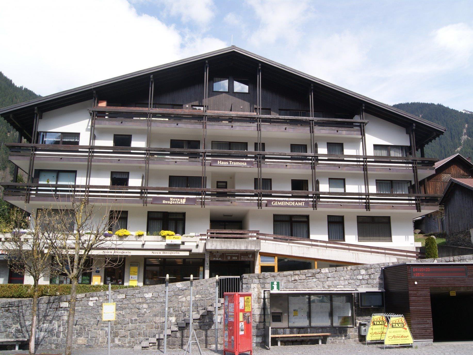 Das Gemeindehaus befindet sich im ersten Stock des Hauses Tramosa.
