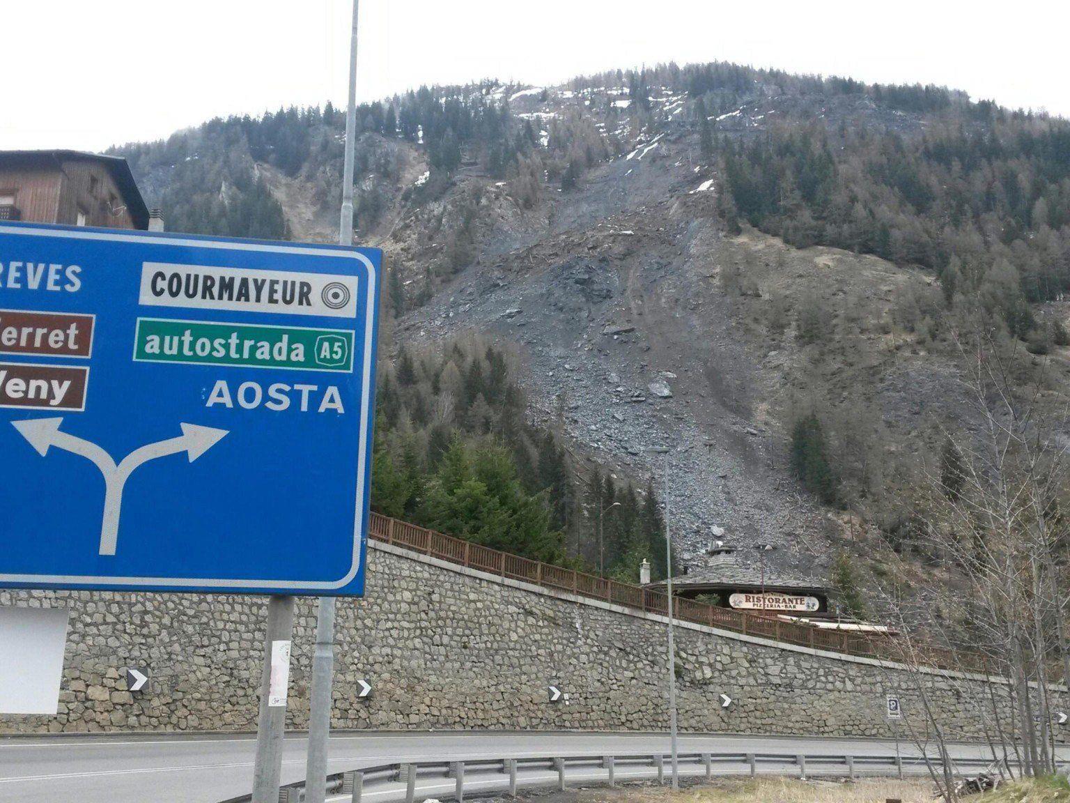 Mont-Blanc-Tunnel wegen Erdrutschgefahr gesperrt.
