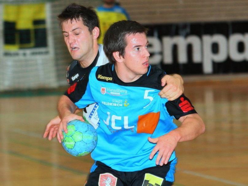 Feldkirchs Handballer verloren das Heimspiel wegen einer Schwächephase mit 22:25.