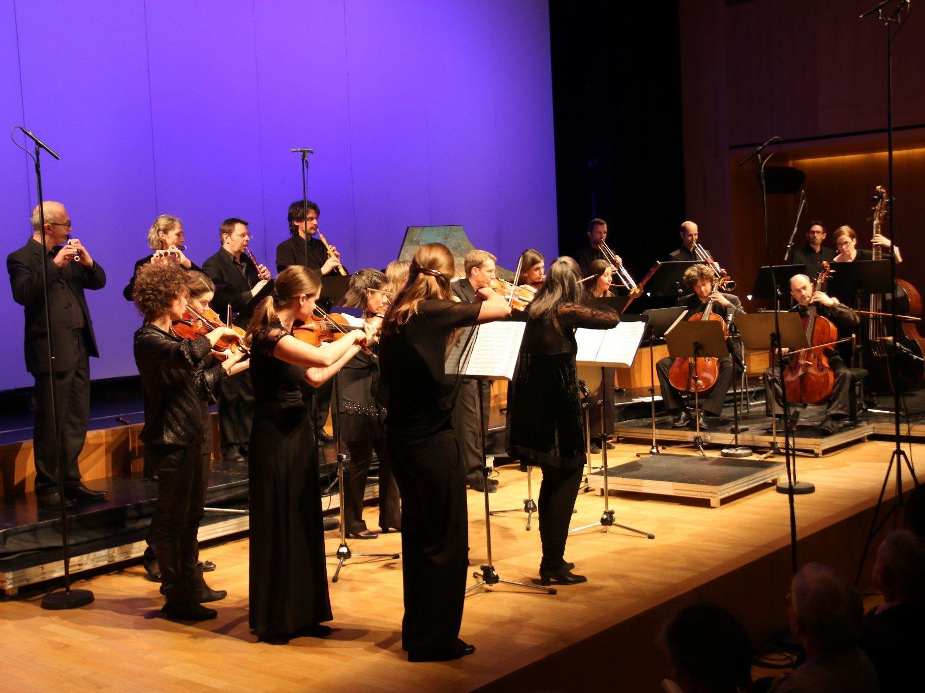 """""""Concerto Stella Matutina"""" huldigte dem """"sächsischen Sonnenkönig"""" August dem Starken. Rechts im Orchester der Dirigent und Solochellist Christophe Coin."""