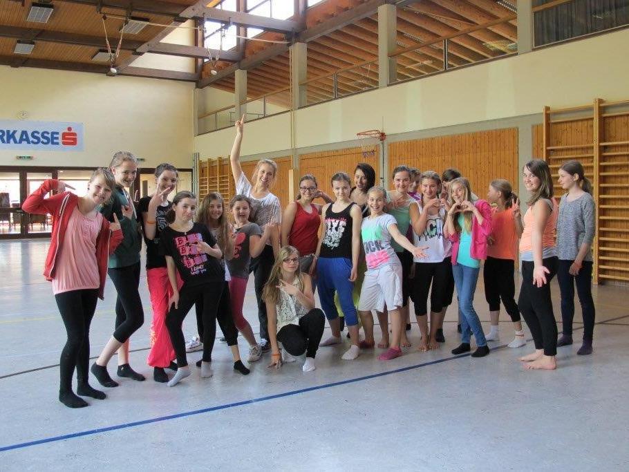 Bianca Schuler zeigte den Schülerinnen tolle Schrittkombinationen.