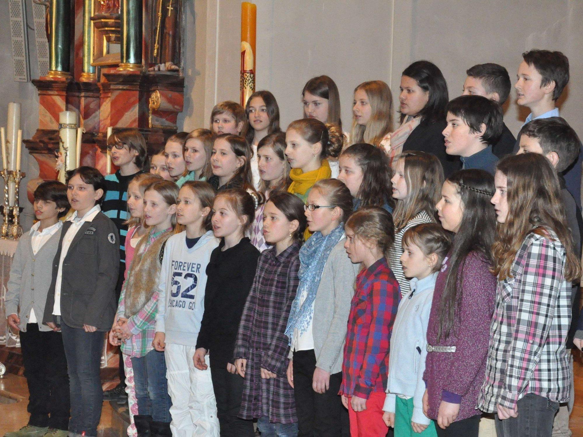 Auch die Kinder proben eifrig für ihren großen Chor-Auftritt.