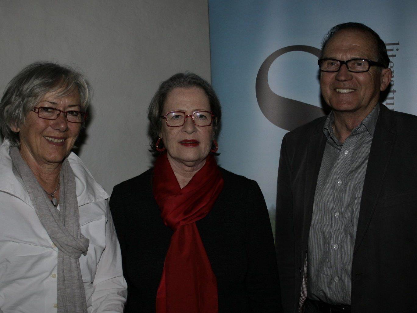 Susanne Scholl (Mitte) mit Altbürgermeister Norbert Mähr und Gattin Maria.