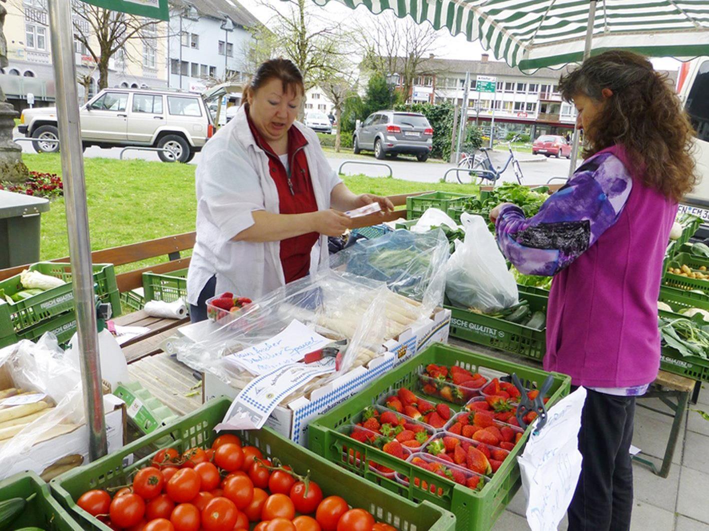 Der Wochenmarkt soll attraktiver gestaltet und an den alten Standort am Schlossplatz zurückverlegt werden.