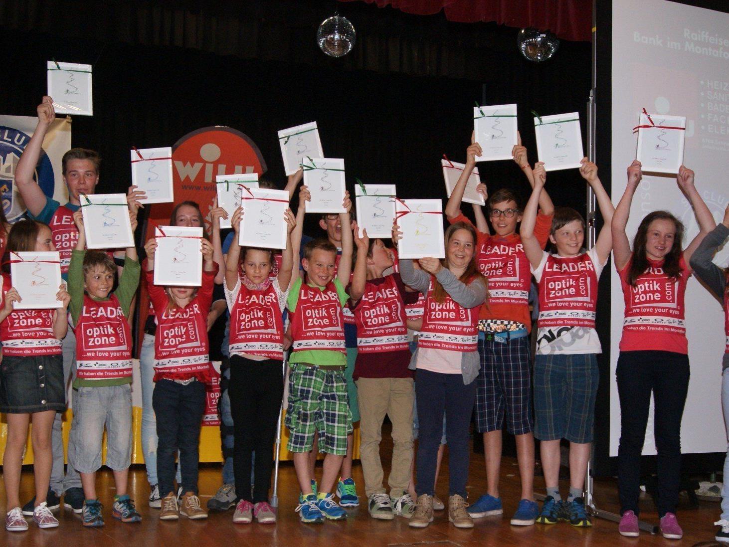 Die Klassensieger der Montafoner WILU-Raiffeisen-Cuprennen im roten Trikot.