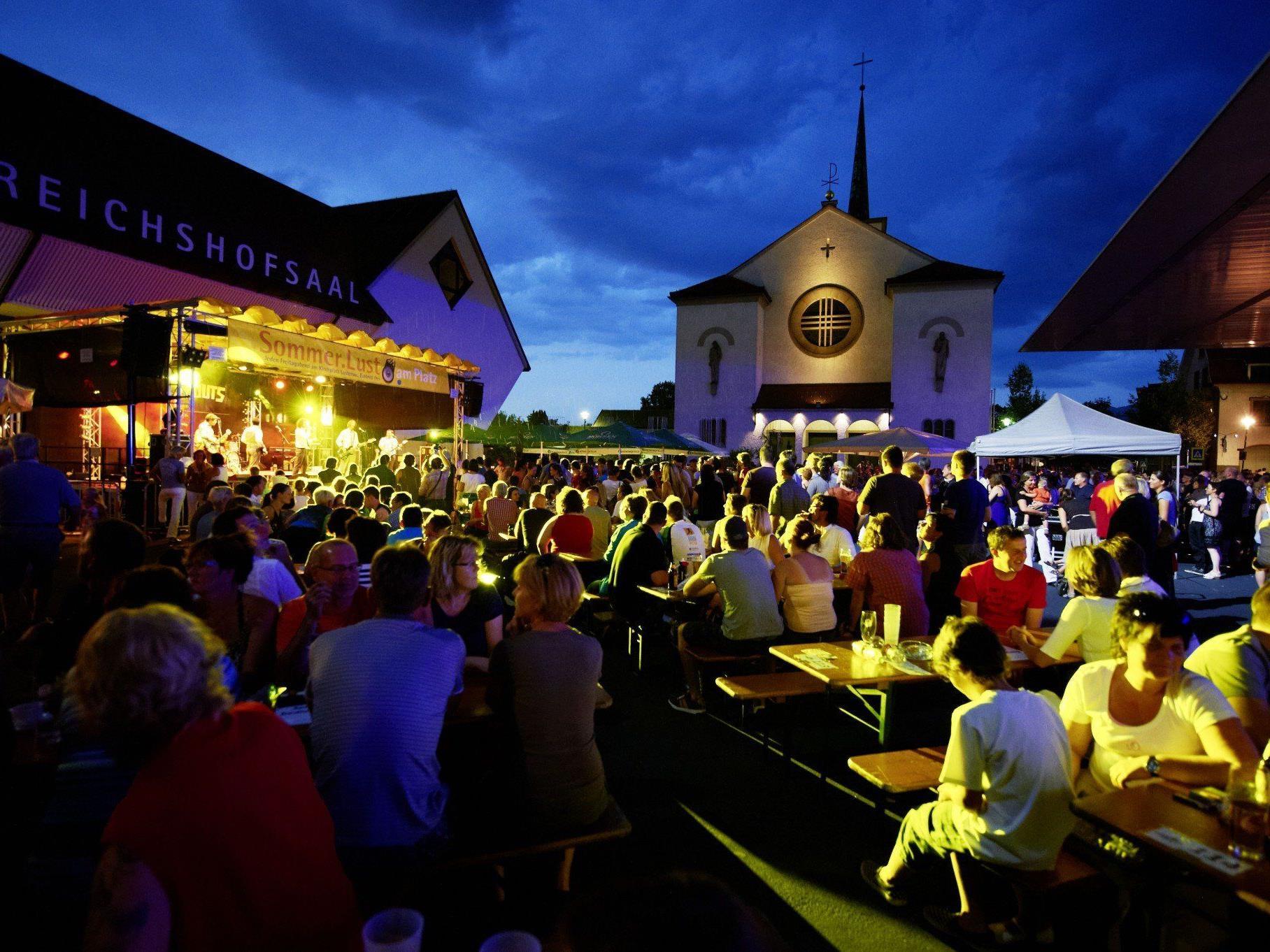 Ab Juni verwandelt sich der Lustenauer Kirchplatz wieder einmal wöchentlich zur Konzertbühne.