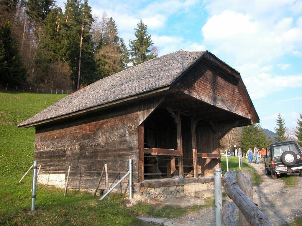Die 1710 erstmals erwähnte Kapelle Stöck ist Ort des Innehaltens und dient als Witterungsschutz.
